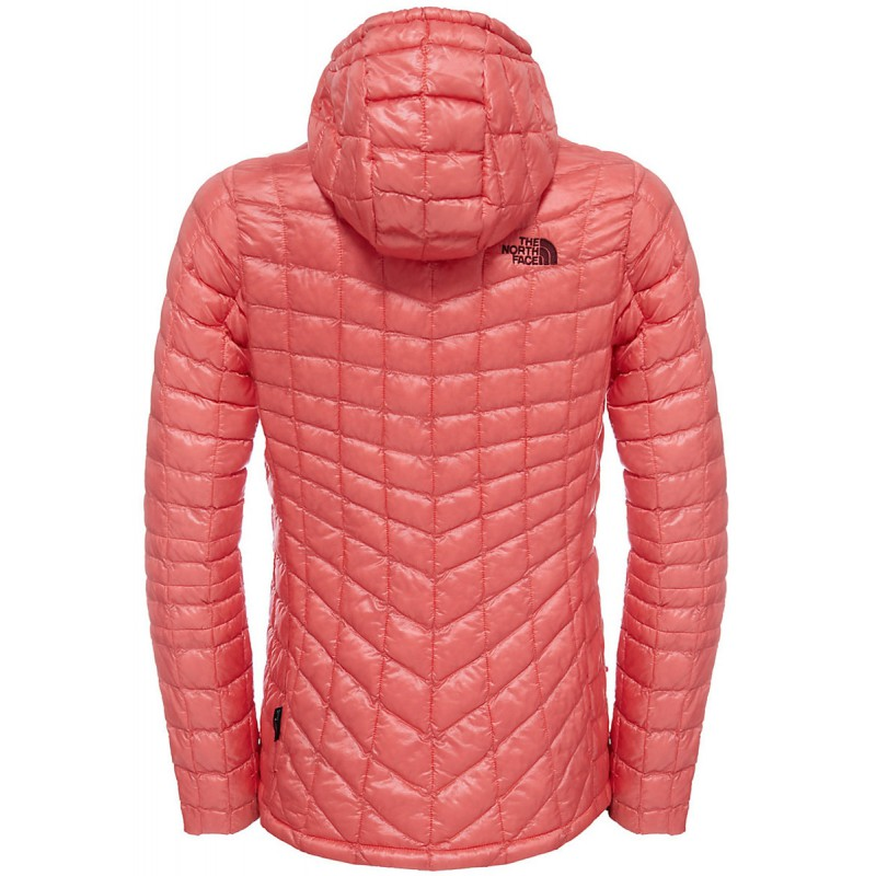 ... doudoune a capuche synthetique femme thermoball hoodie spice coral the  north face 5c41f10a93b